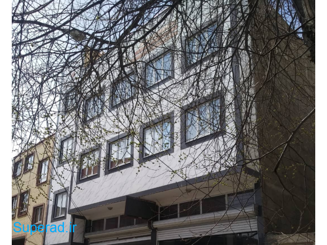 یک واحد آپارتمان به متراژ ۱۳۳ متر زیربنا و یک بهار خواب ۱۸متر